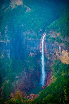 Nohkalikai Falls - Wikipedia