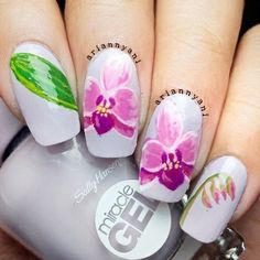 Gorgeous!! Insta user ariannyani painted up some museum-worthy floral nail art using Miracle Gel in the All Chalked Up shade as her base.