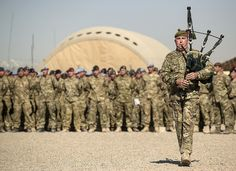 Bagpipes: A Piper as British soldiers of Armoured Brigade The Desert Rats in Helmand pay tribute to military and civilian servicemen and women killed in conflict British Armed Forces, British Soldier, British Army, British Isles, Remembrance Service, Remembrance Sunday, Man Of War, Military Love, Army Soldier