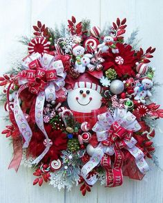 Adorable snowman wreath for Christmas