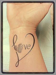 What does thumbprint tattoo mean? We have thumbprint tattoo ideas, designs, symbolism and we explain the meaning behind the tattoo. Tattoo Mama, Tattoo For Son, Tattoos For Daughters, Tattoos For Kids, Trendy Tattoos, Small Tattoos, Tattoos For Women, Daughter Tattoos, Tattoo Kids