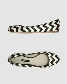 Giorgio Armani black and white chevron flats! Love love these