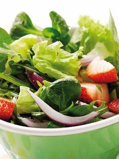 Σαλάτα με φράουλες #σαλάτα #φράουλες Spinach, Vegetables, Recipes, Food, Recipies, Essen, Vegetable Recipes, Meals, Ripped Recipes