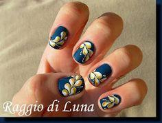 Raggio di Luna Nails: Wave of white&golden drops