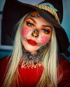 Looking for for ideas for your Halloween make-up? Browse around this site for scary Halloween makeup looks. Dark Halloween Makeup, Halloween Costumes Scarecrow, Scarecrow Makeup, Halloween Makeup Looks, Halloween Tags, Halloween 2019, Last Minute Halloween Costumes, Halloween Make Up, Cool Costumes