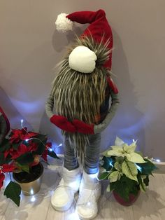 1 million+ Stunning Free Images to Use Anywhere Christmas Gnome, Christmas Lights, Christmas Crafts, Scandinavian Gnomes, Scandinavian Christmas, Diy And Crafts, Arts And Crafts, Office Christmas Decorations, Free To Use Images