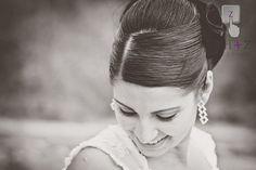 Bride on the beach #Parejas, #bodas, #Portoviejo #Manabi #Ecuador Mira más en CtrlzFotografia.com #playa #weddings #beach