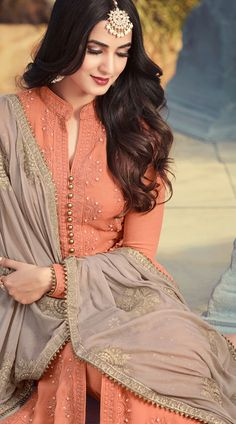 Looking to buy salwar kameez? ✓ Shop the latest dresses from India at Lashkaraa & get a wide range of salwar kameez from party wear to casual salwar suits! Pakistani Dress Design, Pakistani Dresses, Indian Attire, Indian Outfits, Indian Suits Punjabi, Pakistani Suits, Indian Wear, Kurta Designs Women, Blouse Designs