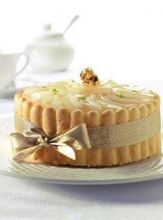 Charlotte cake with pears