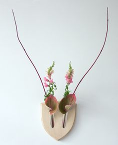 Elegant Trophy for Plants Inspired by the Japanese Art of Floral Arrangement - My Modern Met