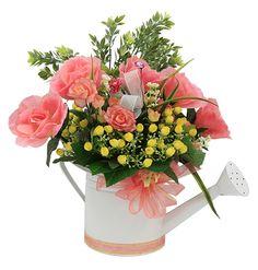 Arreglos de flores para jardines. Manualidades para centro de mesa en color coral y blanco