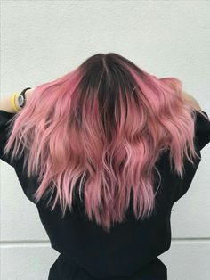 New hair color dark roots style ideas Short Dyed Hair, Dyed Hair Ombre, Dyed Blonde Hair, Dye My Hair, New Hair, Pink Ombre Hair, Cabelo Rose Gold, Balayage Ombré, Hair Color Dark