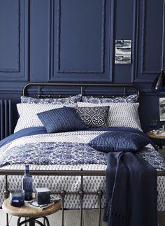amazing-navy-blue-bedroom-design-master-bedroom-ideas-blue-pillows amazing-navy-blue-bedroom-design-master-bedroom-ideas-blue-pillows