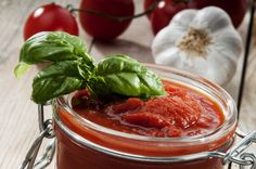 Slana zimnica: sos od paradajza i maslina za italijanska jela Sauce Tomate Simple, Canning Salsa, Marinade Sauce, Sauce Salsa, Canning Recipes, Finger Foods, 3 D, Healthy Living, Beef