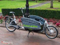 Gazelle Cabby - saw this in Chicago - I want this in my life! Great way to haul kids around!