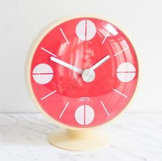 Vintage wall clock - perfect for your vintage style home decor and wall decoration! You are in the right place about Retro Style illustration Here Red Home Decor, Vintage Home Decor, Vintage Style, Retro Style, Turquoise Glass, Red Walls, A Table, Glass Art, Red And White