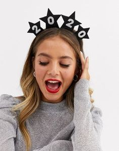 Browse online for the newest ASOS DESIGN Holidays headband with new year 2020 and stars in black glitter styles. Shop easier with ASOS' multiple payments and return options (Ts&Cs apply). New Year Headband, Knot Headband, Headbands, Happy New Year Design, New Year Designs, New Year's Eve Crafts, Halloween Headband, Braid Designs, New Years Decorations