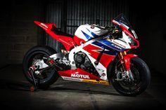 Honda Endurance Racing  # 111  Motorcycle: Honda CBR1000RR Tyres : Dunlop Class : Formula EWC  Team manager: Neil Tuxworth (GBR)