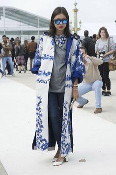 Manteau fleuri Streetstyle Fashion Week Paris - STREETSTYLE. Les looks repérés à la Fashion Week de Paris - L'EXPRESS