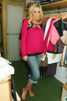 Tori Spelling  Cute outfit. I love her books. They are so funny!