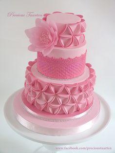 Jasmijn - Triangle cake with wafer paper