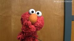 Trending GIF kisses flirting sesame street elmo blow kiss reazioni blowing kisses hi babe sweet kisses kiss for you Animiertes Gif, Animated Gif, Elmo Memes, Blowing Kisses, Mermaid Sweetheart, Pin Collection, Anime Art, Images, Cute