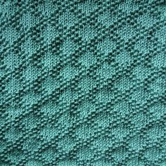 Cast on 60 stitches and knit 4 rows and then pattern. When the cloth has the desired length knit 4 rows and bind off. Dishcloth Knitting Patterns, Knit Dishcloth, Loom Knitting, Knitting Stitches, Knit Patterns, Stitch Patterns, Bullet Journal Knitting, Knitted Blankets, Blanket Crochet