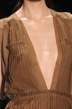 Vera Wang at New York Fashion Week Fall 2011 - Details Runway Photos Fashion Details, Fashion Design, Lace Embroidery, Fabric Manipulation, Design Tutorials, Vera Wang, Runway, Fall, Pictures