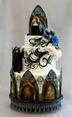 Gothic Wedding cake ~ Halloween Issue for cake central Magazine ~ WOW! Replace those blue flowers with one large deep purple rose one lavender rose bud ❤ Cupcakes, Cake Truffles, Cupcake Cakes, Cake Central, Halloween Wedding Cakes, Halloween Cakes, Scary Halloween, Halloween Decorations, Sweets