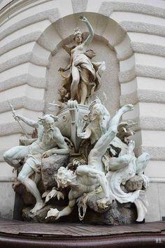 ►Estatua fuera del Palacio de los Habsburgo. Viena Austria.