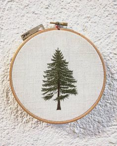 Un autre style de sapin  . . . . . . . . . . . . . . #sapin #fir #foret #forest #greenlife #simple #nature #hoop #hoopart #hoopembroidery #bois #wood #handembroidery #embroidery #embroideryart #broderie #broderiemain #handmade #faitmain #brodeuse #embroiderer #embroidered #bordado #madeinfrance #delphil #tatoueusedetissu #modernembroidery #contemporaryembroidery #embroideryinstaguild #embroiderylove