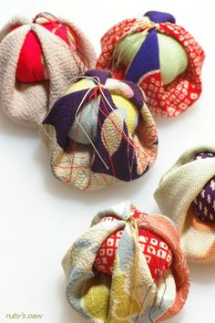 Otedama (Juggling bags game) is a traditional game in Japan which uses small bean bags made of cloth.