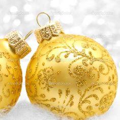 Yellow at Christmas Twelve Days Of Christmas, Gold Christmas, Christmas Colors, Beautiful Christmas, Christmas Themes, Winter Christmas, Christmas Tree Ornaments, Xmas, Holiday Decor
