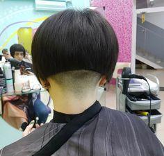 Inverted Bob Haircuts, Stacked Bob Hairstyles, Cool Hairstyles, Short Stacked Bobs, Nape Undercut, Haircuts For Men, Bobbed Haircuts, Shaved Nape, Bowl Cut