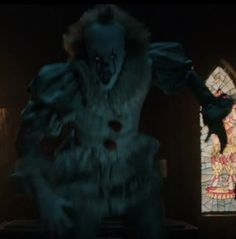 Bill Skarsgård in It Scary Movies, Horror Movies, Good Movies, Bill Skarsgard Pennywise, Its 2017, Steven King, Pennywise The Dancing Clown, Scary Clowns, Happy Pictures
