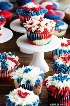 These firework cupcakes are sweetly patriotic, perfect for the of July! It's hard to say whether it's funner to frost or to eat them. Healthy Cake Recipes, Pear Recipes, Best Cake Recipes, Pear And Almond Cake, Almond Cakes, Easy Desserts, Dessert Recipes, Shortcake Recipe, Yummy Food