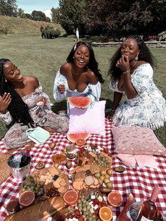 SUMMER PICNIC IDEAS TO PLAN A PARTY - Style Synopsis Picnic Theme, Picnic Birthday, Picnic Fashion, Party Fashion, Fashion Outfits, Black Girl Aesthetic, Summer Aesthetic, Picnic Date Outfits, Picnic Photo Shoot
