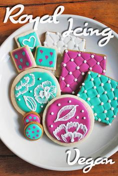 Vegan royal icing recipe! Made with aquafaba, this hardens just like regular icing!