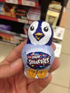 Nestle Mini Smarties İçindekiler, Şeker, Kakao Yağı, Tam Yağlı Süt Tozu (%19), Kakao Kitlesi, Emülgatör, Ayçiçek Lesitini, Doğal Vanilya, Tereyağı, Pirinç Nişastası, Buğday Unu, Karışık Meyve ve Sebze Konsantreleri.