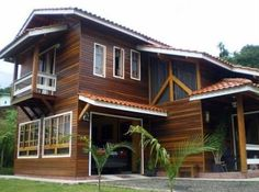 A beautiful house from Madeira, but would with small adjustments fit right into any Isaan village too. Rest House, House In The Woods, Old Style House, Wood House Design, Modern Wooden House, Tropical House Design, Asian House, Building A Container Home, Bamboo House