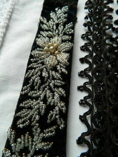 Country House antique black beaded trim