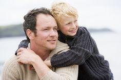 Lasă-l pe tatăl tău să citească acest articol. Cu ajutorul lui el va înțelege unde a greșit atunci când te-a educat.Și dacă nu vrei să-i repeți greșelile, citește și tu. Nu există tați perfecți. Credem că nici tu nu ești o excepție. Să observi greșelile din propria manieră de educație este la fel de complicat …