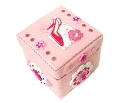 A Girly Girl decorative pink felted 3.5 square box. - FeltPIZZAZZers Shop on #Etsy. #oneofakind  https://www.pinterest.com/pizzazzit/decorative-boxes-with-pizzazz/