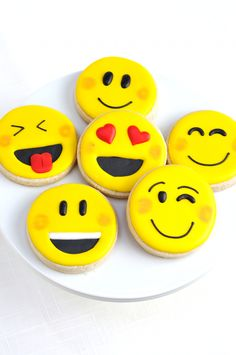 Emoji Party Ideas - From crafts to DIY decor, printables, party food and favors! A round up of our fave ideas that you can easily pulll off for your Emoji fest! Teen Birthday, Birthday Parties, Themed Parties, Emoji Cake, Savoury Cake, Mini Cakes, Diy Food, Party Printables, Cookie Decorating
