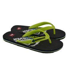 Flip flops planasde entrededo fabricadas con materiales de goma y detalles en la plantilla de la marca QUIKSILVER.