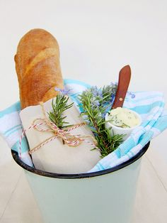 French Bread with Sea Salt Rosemary Butter Bread Recipes, Snack Recipes, Cooking Recipes, Snacks, Healthy Meals, Healthy Recipes, European Cuisine, Types Of Bread, Butter Recipe