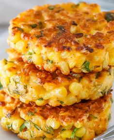 Cheesy Corn Fritters Corn Fritters Recipe – Crispy on the edges, soft. Cheesy Corn Fritters Corn Fritters Recipe – Crispy on the edges, soft in the middle and so delicious, these l Veggie Dishes, Food Dishes, Side Dishes For Pasta, Dinner Side Dishes, Corn Side Dishes, Side Dishes For Burgers, Easy Vegetable Side Dishes, Side Dishes Easy, Side Dishes For Salmon
