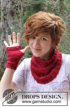 """Knitted DROPS neck warmer and wrist warmers in """"DROPS ♥ You #3"""" or """"Karisma"""". ~ DROPS Design"""