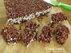 Barrette di riso soffiato al cioccolato - Ricette con foto Cereal Bars, New Cooking, Frappe, Homemade Cakes, Nutella, Latte, Buffet, Biscuits, Good Food