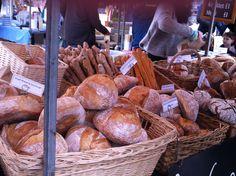 ... London Chelsea Farmer's Market - Saturday morning - Duke of York Square - King's Road, London